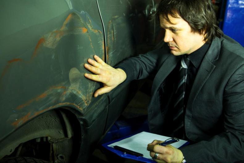 Carrière d'avenir : Conseiller en carrosserie