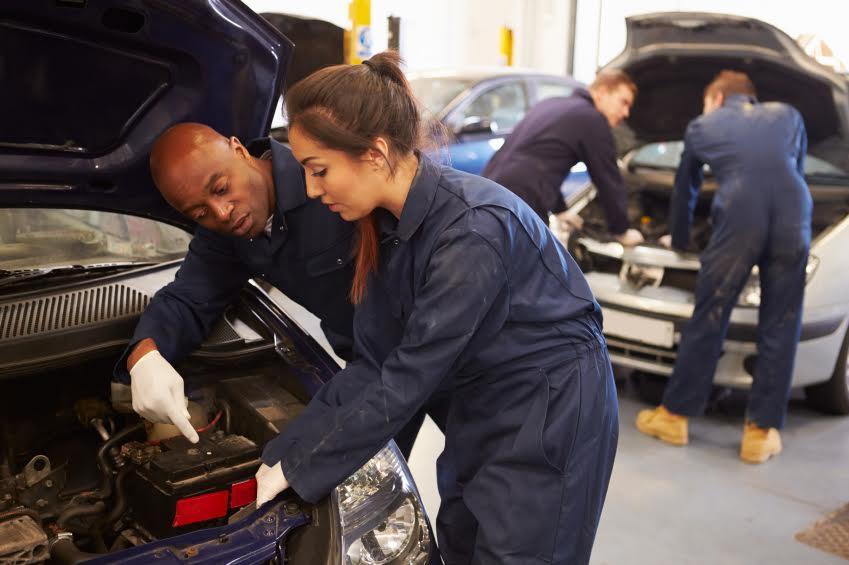 Astuces pour bien choisir son école de mécanique automobile