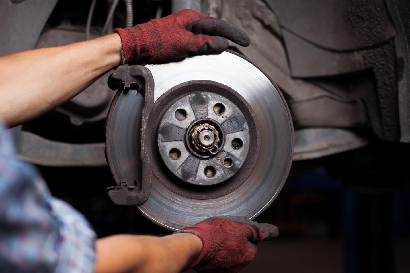 Guide pour supprimer grincements des freins pour les mécaniciens
