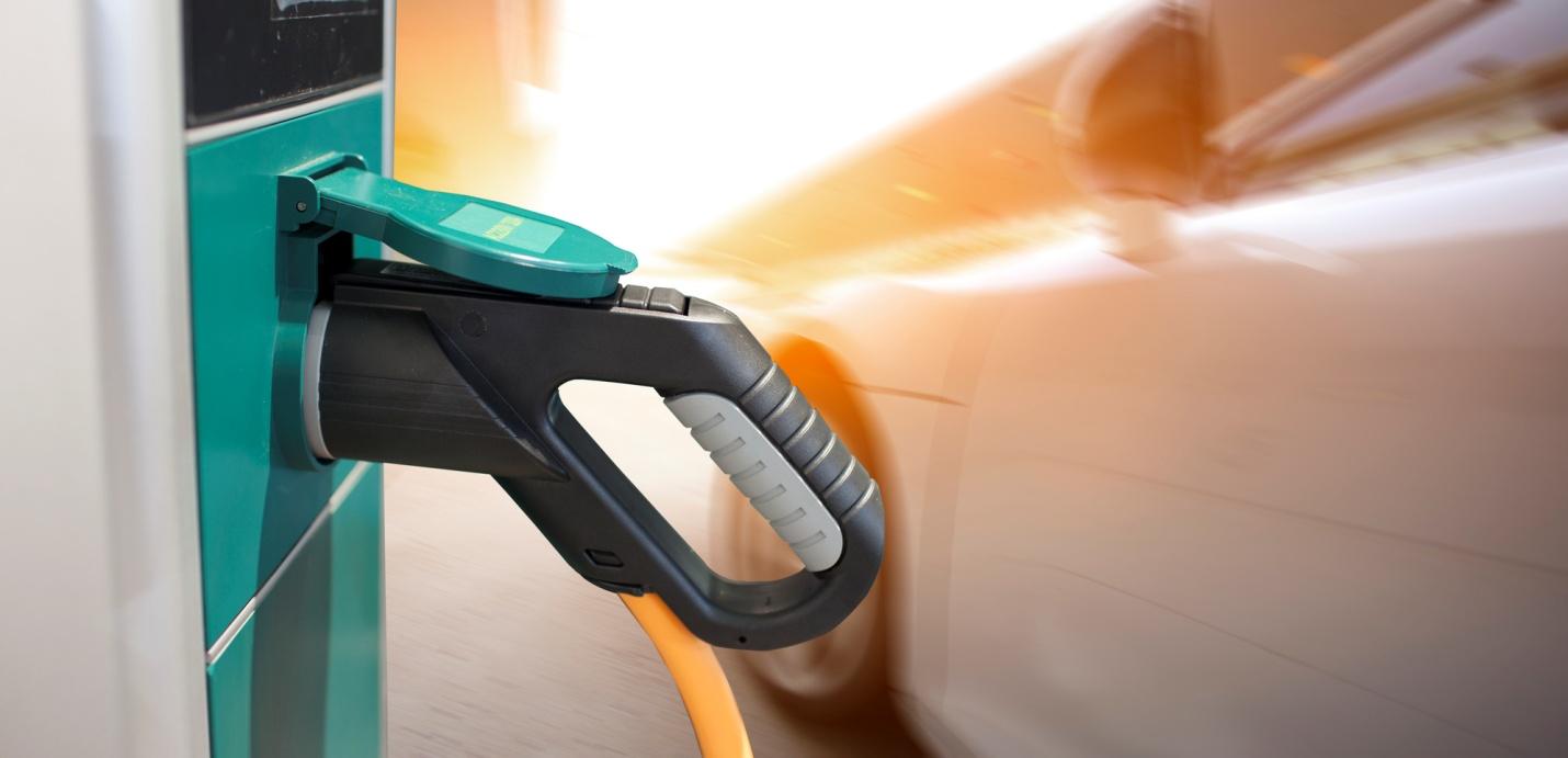 À la découverte de la voiture électrique Solo pour les étudiants en école de mécanique automobile