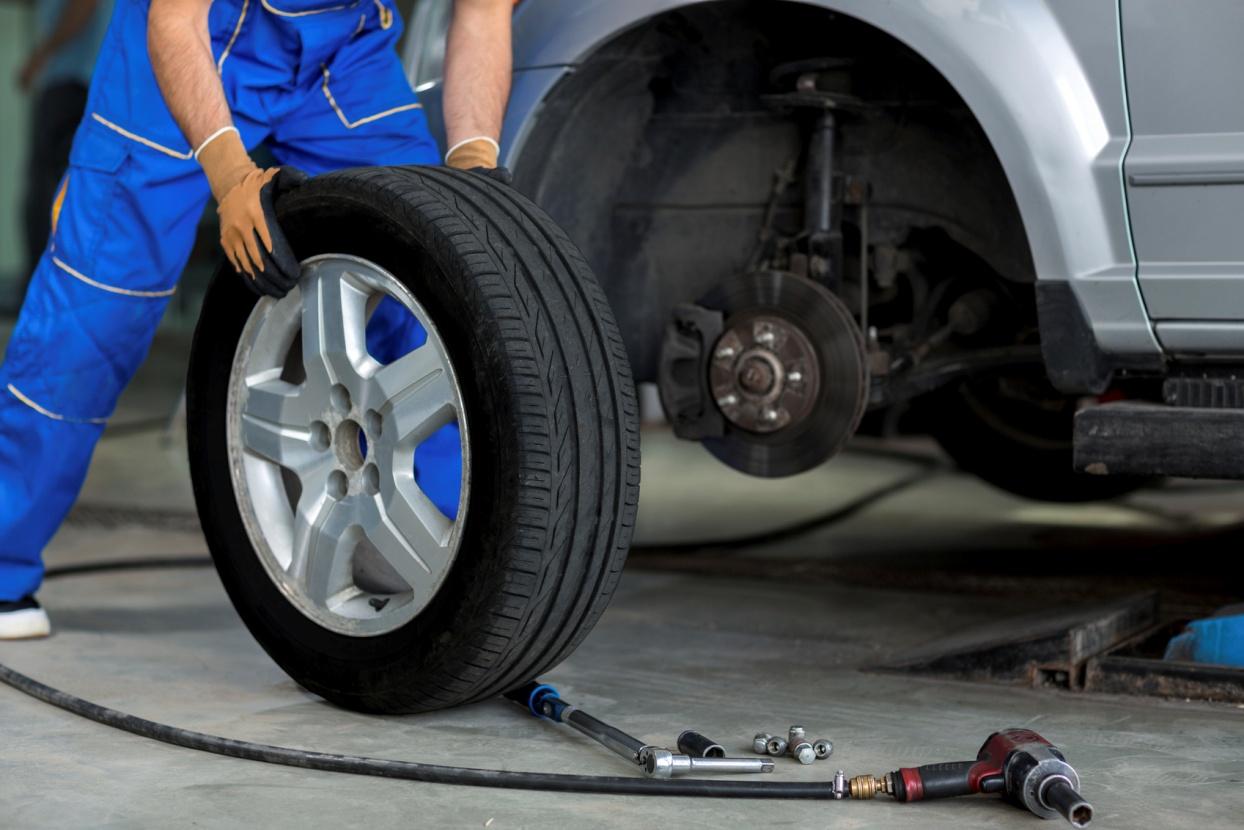decouvrez-quelques-conseils-utiles-pour-assurer-la-bonne-fixation-dun-pneu