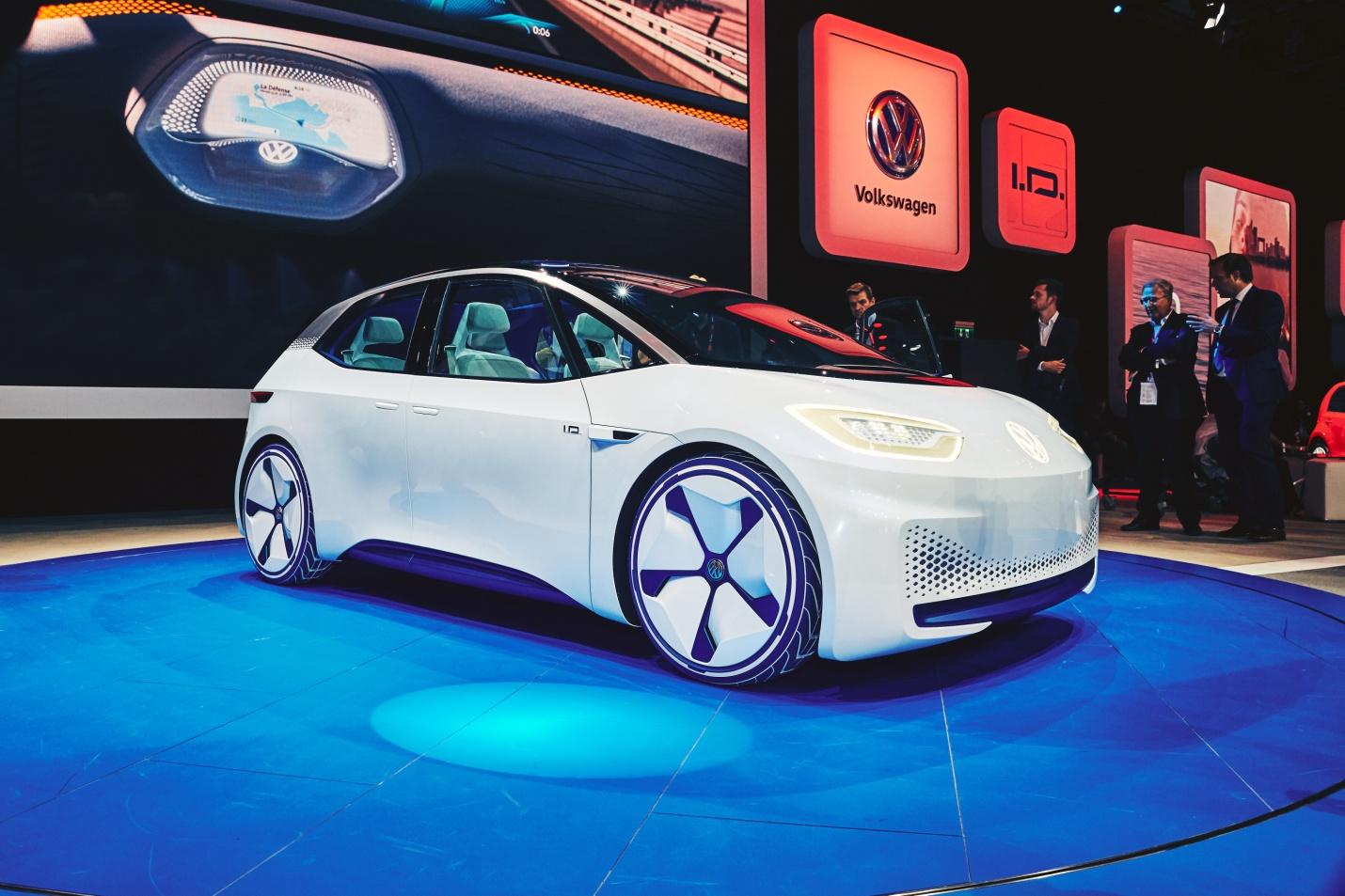 pour-tourner-la-page-du-scandale-des-emissions-polluantes-volkswagen-a-decide-dadopter-une-nouvelle-strategie-pour-jouer-un-role-de-premier-plan-dans-la-revolution-de-la-voiture-electrique