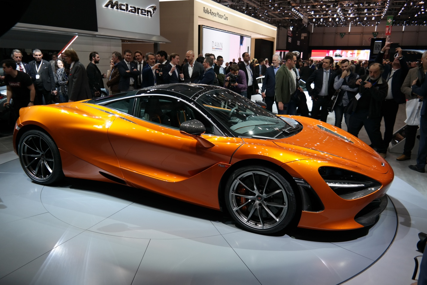 Pleins feux sur la nouvelle McLaren 720S dévoilée au Salon de l'auto de Genève