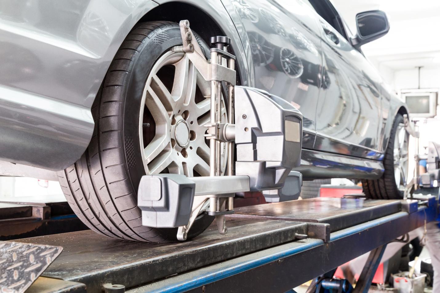 Alignement des roues: ce qu'il faut savoir pour bien conseiller les clients