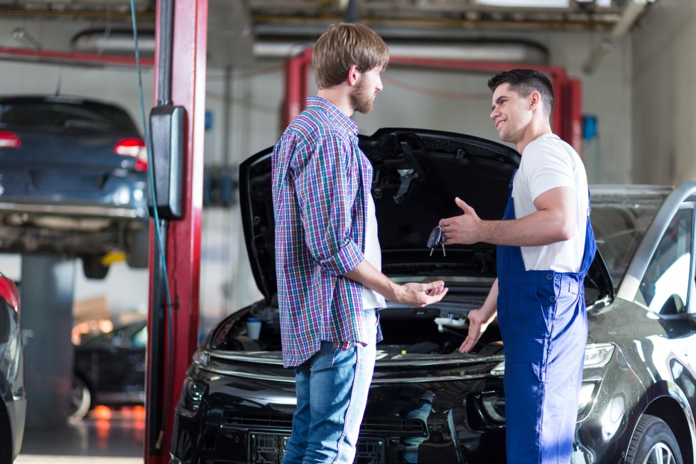 Guide pour bien expliquer la nécessité d'une réparation aux clients pour les étudiants en école de mécanique