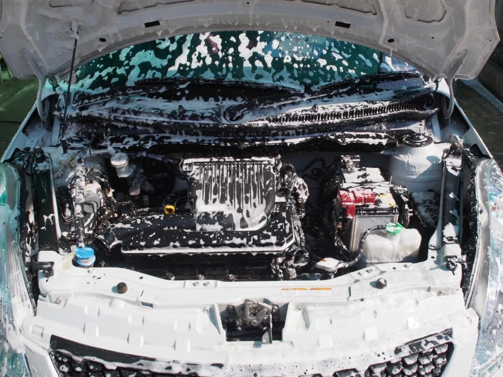 Guide pour nettoyer un moteur en toute sécurité et sans embûche pour les techniciens en esthétique auto