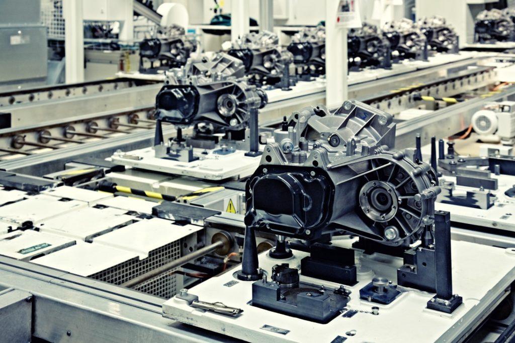 Électrique vs combustion: à quoi doit-on s'attendre dans les prochaines années dans l'industrie automobile?
