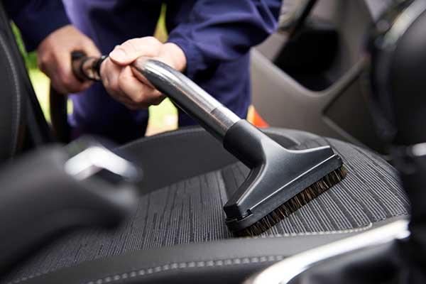 Tout savoir sur le nettoyage de l'habitacle en esthétique automobile