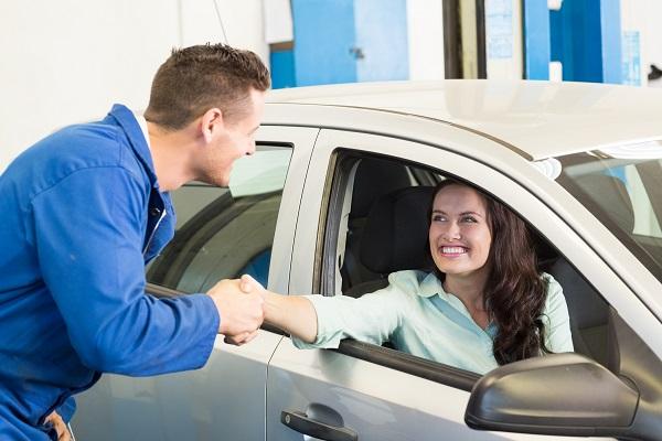 Astuces pour bâtir une relation de confiance avec les clients pour les étudiants en mécanique auto