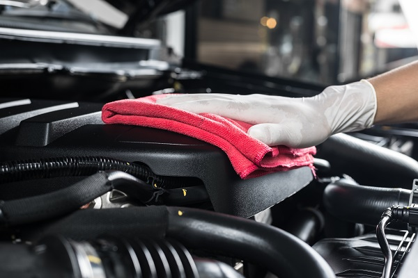 Guide pour nettoyer un moteur pour les étudiants en esthétique automobile