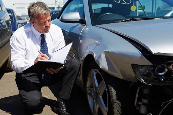 Marché du travail: ce que les étudiants du programme d'estimateur en dommages automobiles doivent savoir