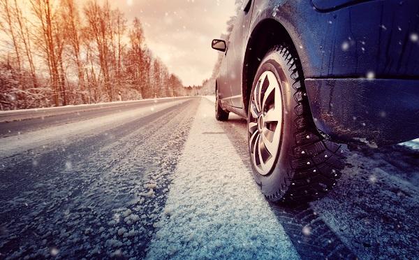 Tout savoir sur les différences entre les pneus d'hiver et les pneus quatre saisons