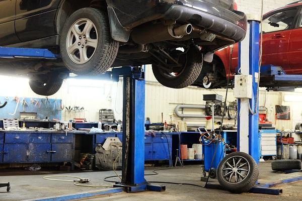Réparations sous l'auto: 3 incontournables à inspecter, peu importe l'âge du véhicule