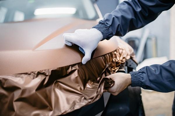 À la découverte de la technique de recouvrement automobile (car wrapping) pour les étudiants en esthétique automobile