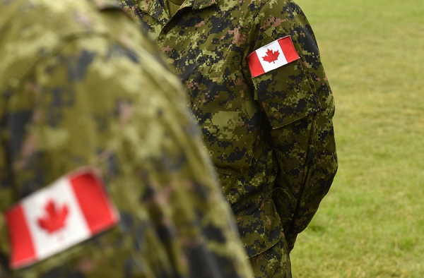 Travailler dans les Forces armées canadiennes après une formation de commis aux pièces