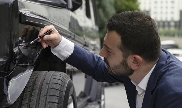 Comment réaliser une estimation de dommages sur un véhicule récent?