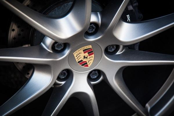 Passionnés de mécanique auto, découvrez la Porsche Taycan 2020