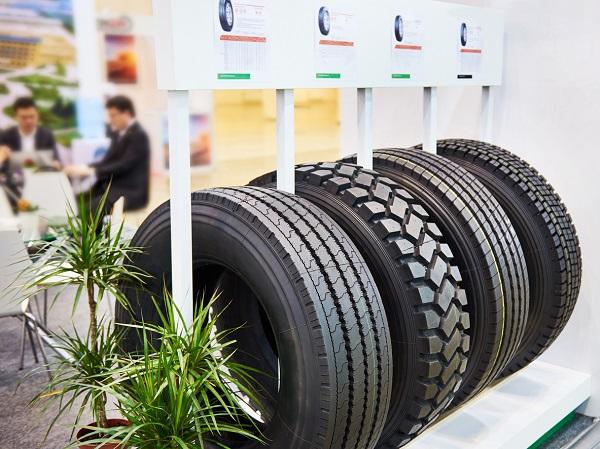 Vente de pneus: comment faire face aux grandes surfaces et aux détaillants du Web?