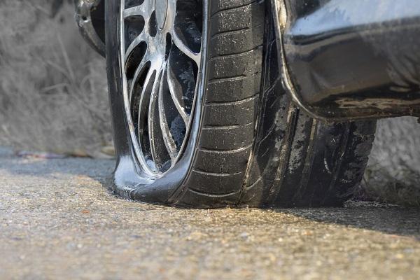 Coup d'œil sur les méthodes utilisées en mécanique pour réparer un pneu crevé