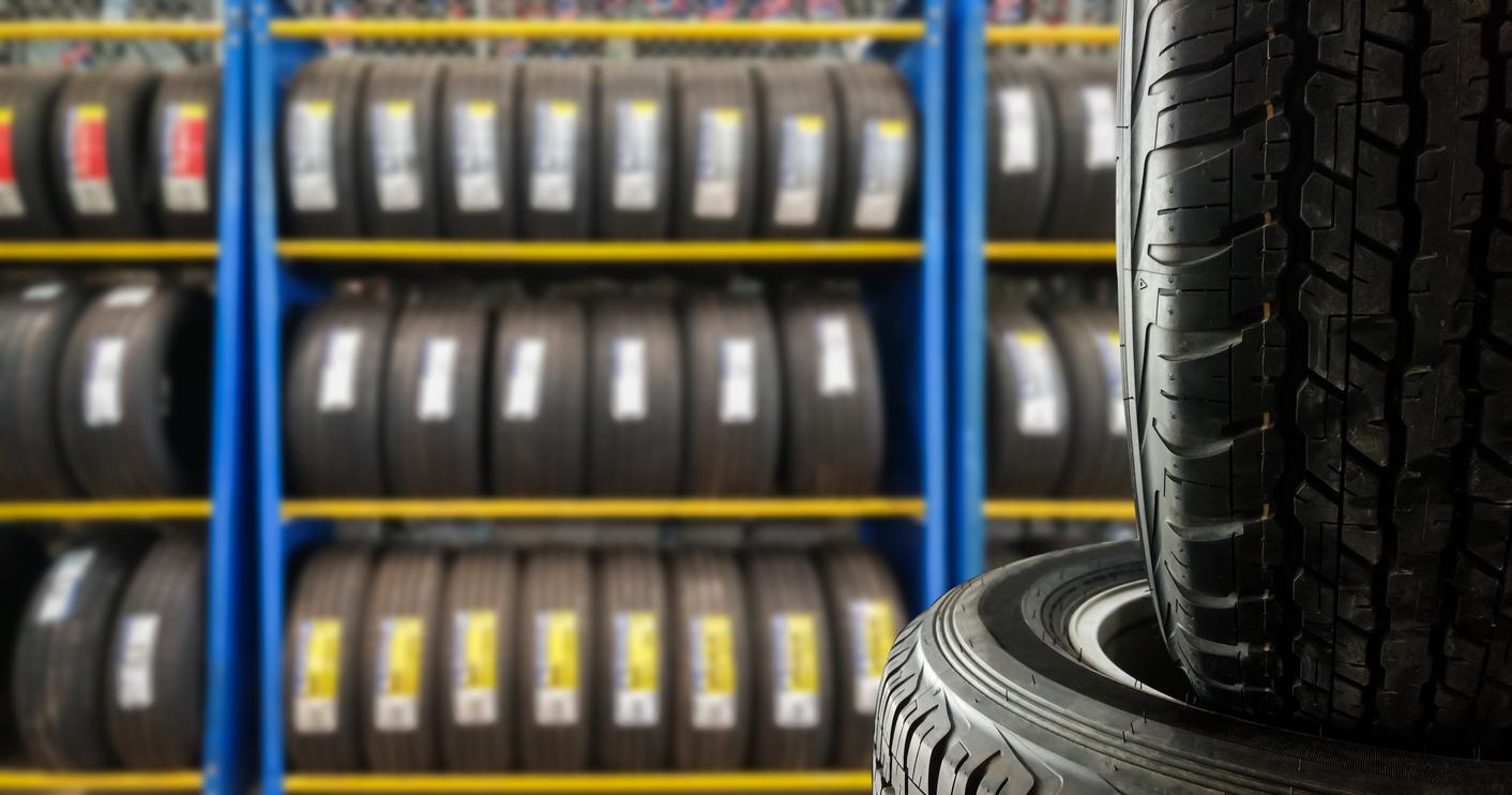 Vente de pneus: ce que les étudiants en formation de commis aux pièces doivent savoir