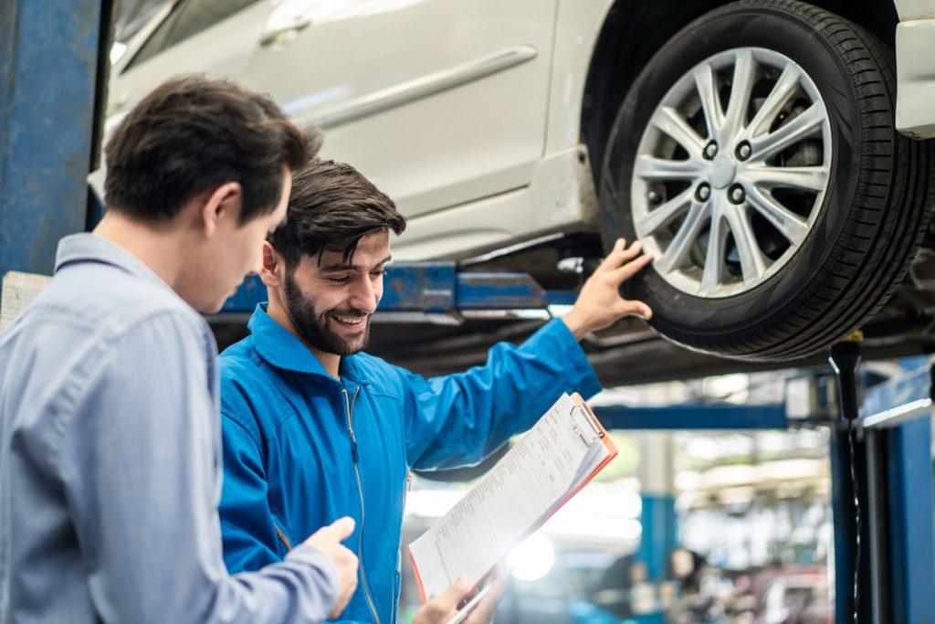 Répondre aux attentes des clients: ce que les étudiants en mécanique auto doivent savoir