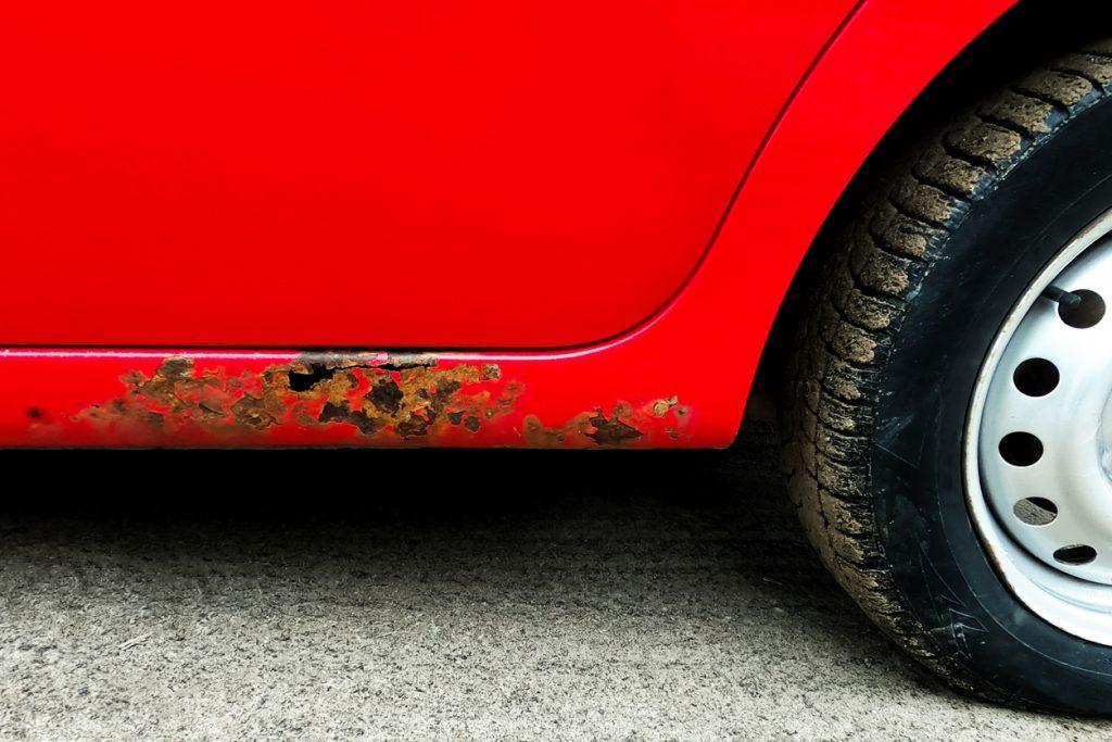 Esthétique auto: Tour d'horizon des astuces pour freiner la rouille sur un véhicule